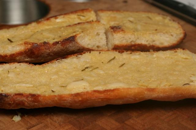 how to make garlic bread with french baguette